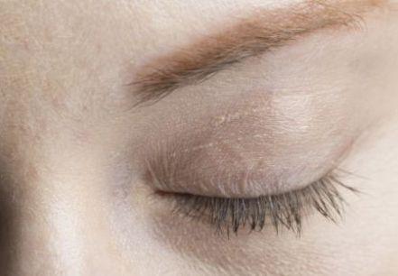 眉ティントは色素沈着する危険性ある?それとも安全?